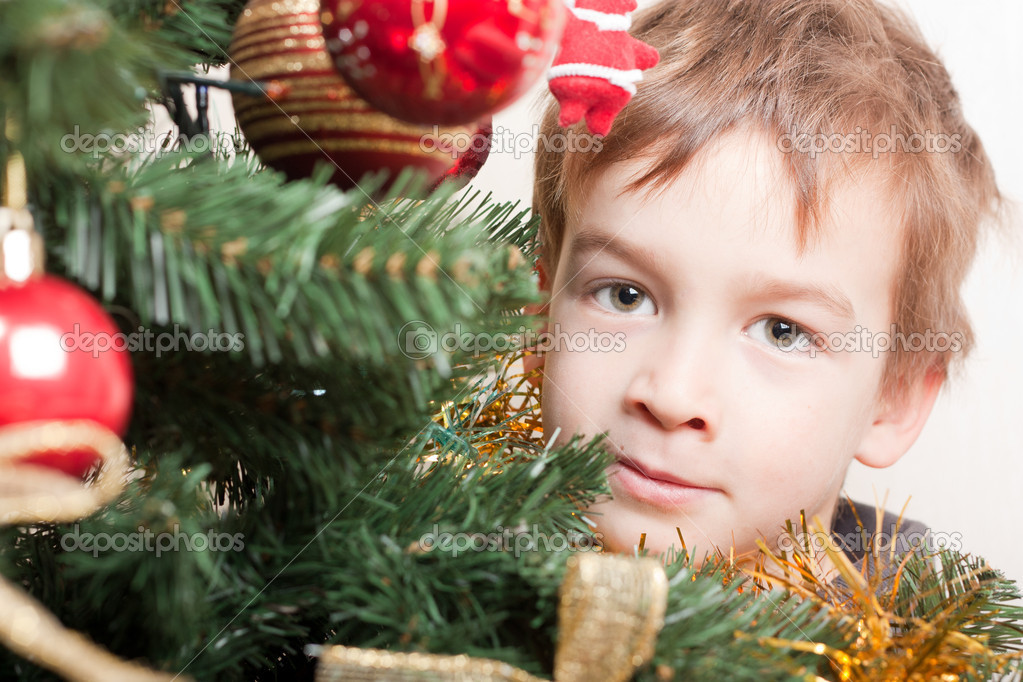 Boy looks out for christmas tree, indoor — Stock Photo #5137663