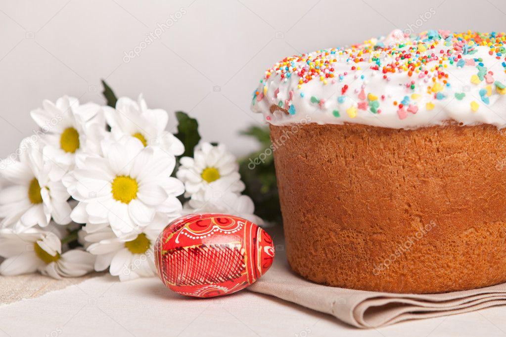 Easter cake and white flowers, red egg  Stock Photo #5138187
