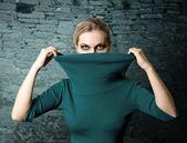 Donna ninja moda in rovina — Foto Stock