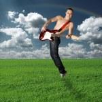 menina hippie com a guitarra ao ar livre — Foto Stock
