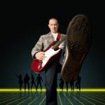 homem punk com a guitarra e a silhueta — Foto Stock