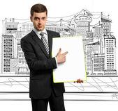 Affärsman med tom skriva styrelse — Stockfoto