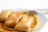 Pannkakor med fyllning på plattan — Stockfoto