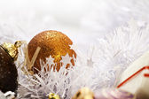 Gold Christmas ball | greeting card photograph — 图库照片