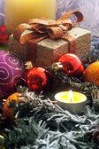 Arreglo de navidad con velas — Foto de Stock