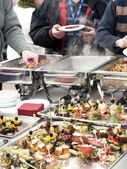 Choosing food from buffet — Stockfoto