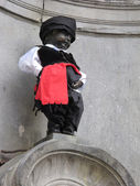 Manneken pis with Cyprus Cloth at Brussels in Belgium — Stock Photo