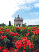Patuxay, the victory gate of Vientianered with red flower on Lao — Stock Photo