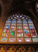 Ventana manchada en una iglesia en bruselas — Foto de Stock