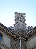 Standbeeld in het louvremuseum parijs, frankrijk — Stockfoto