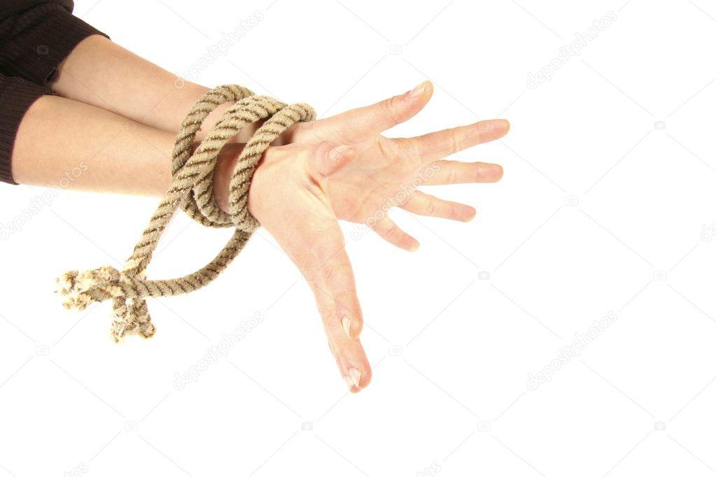 Женщина связала его руки про