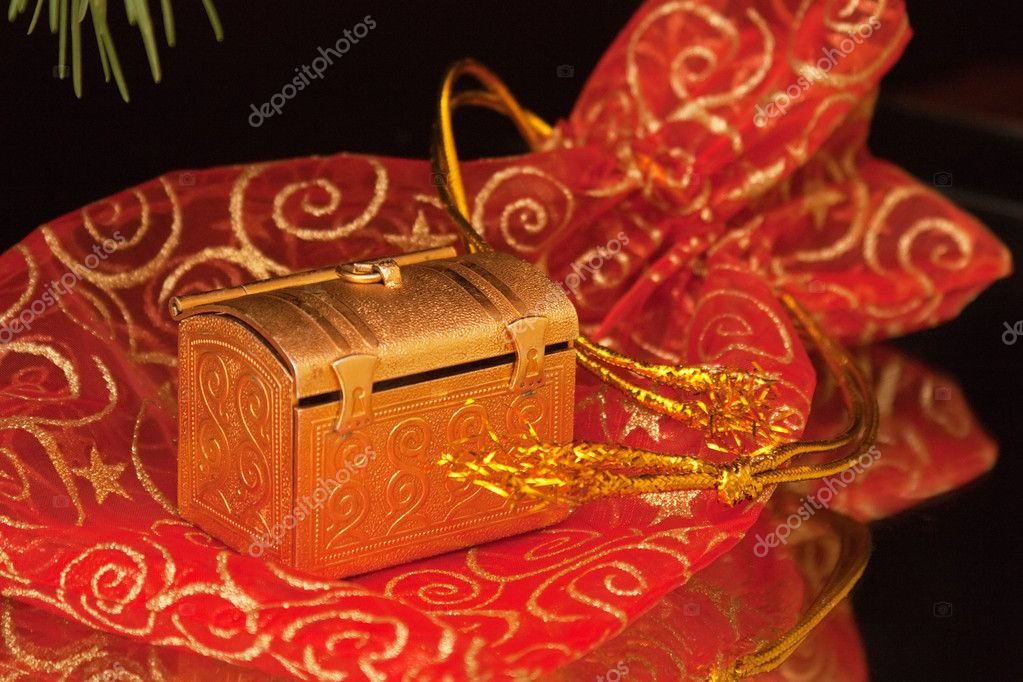 Christmas gift jewelry locker — Stock Photo #4225514