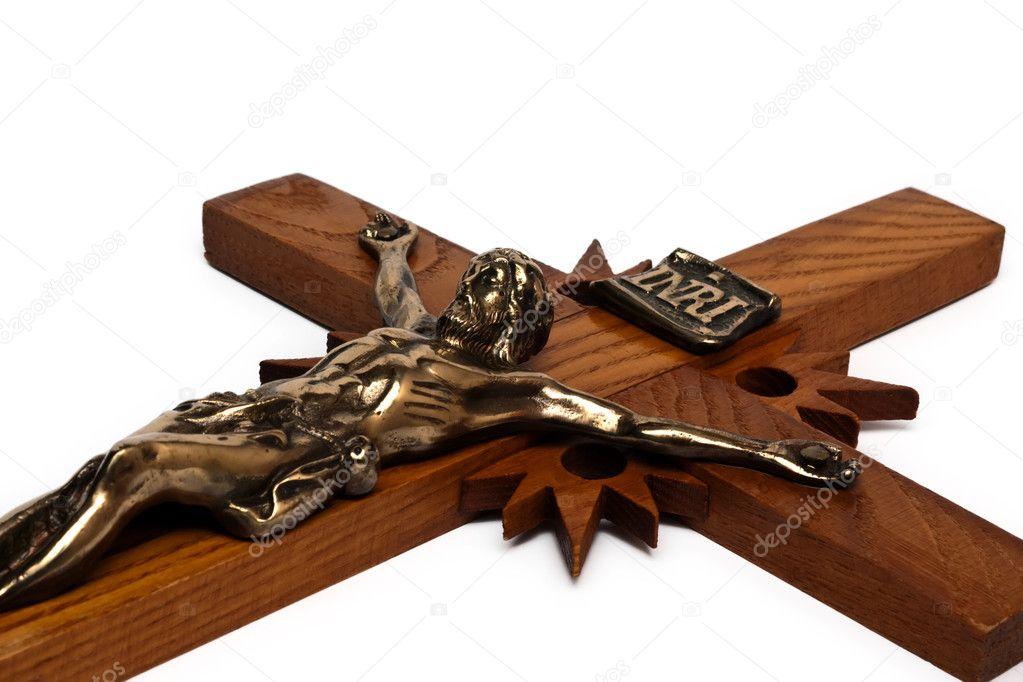 деревянный крестик с золотом фото