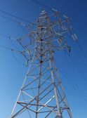 Torre de una línea de alta tensión — Foto de Stock