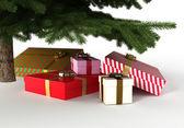 Dárky pod vánoční stromeček, s ořezovou cestou — Stock fotografie