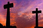Silueta přejde dramatická obloha při západu slunce — Stock fotografie