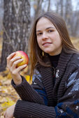 Portrait of brown-haired girl with apple — Stock Photo