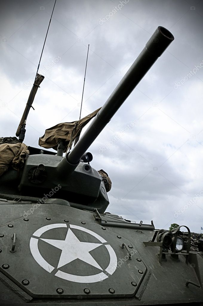 Old WWII Sherman tank with US military star on the front. — Stock Photo #4147732