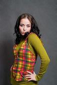 Chica con chaleco cuadrado — Foto de Stock