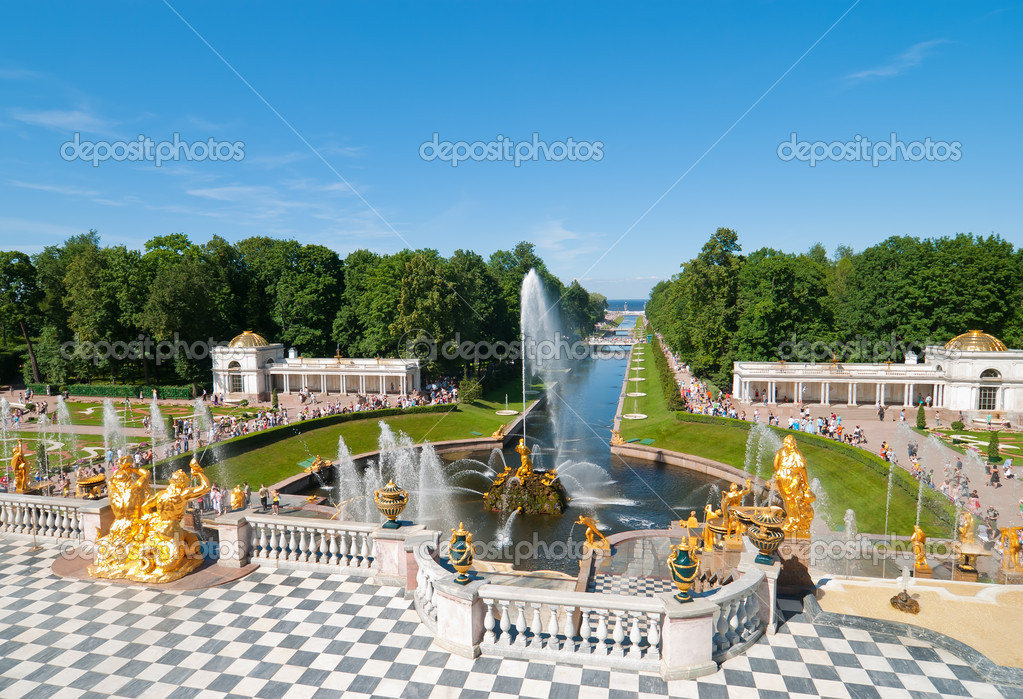 Lower park with canal and golden statues of the Peterhof. Russia, St.Petersburg, Petrodvorets. — Stock Photo #4435331