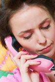 Mädchen rufen sie rosa telefon — Stockfoto