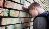 Upset boy against a wall — Stock Photo