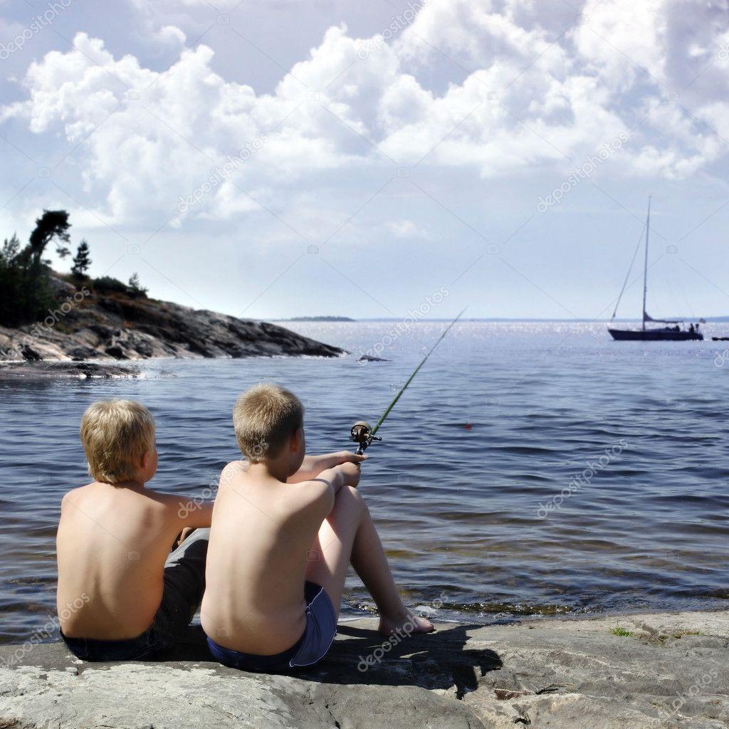 в мае 2002 года мальчишки шедшие с рыбалки