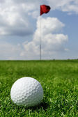 Golf ball and flag — Stock Photo