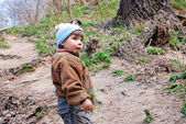 Child on a path in-field — Stock Photo