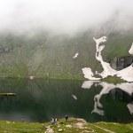 Beautiful view of Balea lake from Carphatian mountains — Stock Photo