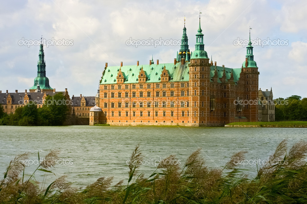 A view of Frederiksborg castle in Hellerod, Denmark  — Stock Photo #4598817