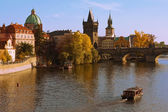 Moldava y charles bridge — Foto de Stock