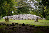 Chambered cairn and standing stones — Stock Photo