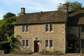 Typical Cotswolds cottage — Stock Photo