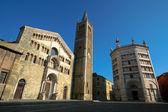 Catedral y el baptisterio en parma, italia. — Foto de Stock