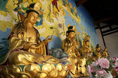 Golden buddha statues in Chinese temple in Suzhou — Стоковое фото