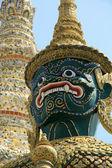 статуя в большом дворце в бангкоке, таиланд — Стоковое фото