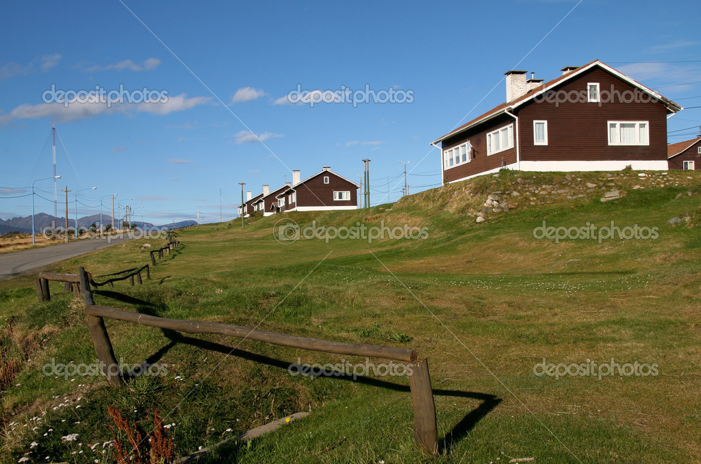 Typical houses in Ushuaia, Tierra del Fuego, Argentina — Stock Photo #5342099