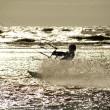 kite surfare i siluett — Stockfoto