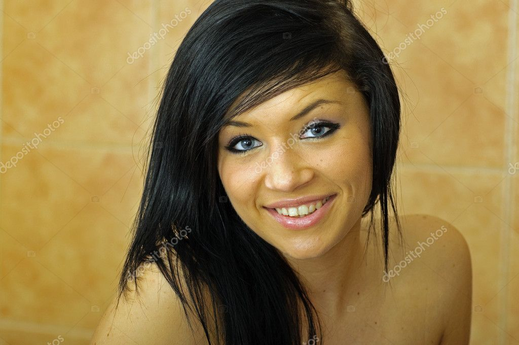 Portrait of Beautiful Young Woman — Stock Photo #4897004