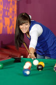 Concentrated young woman playing snooker — Stock Photo