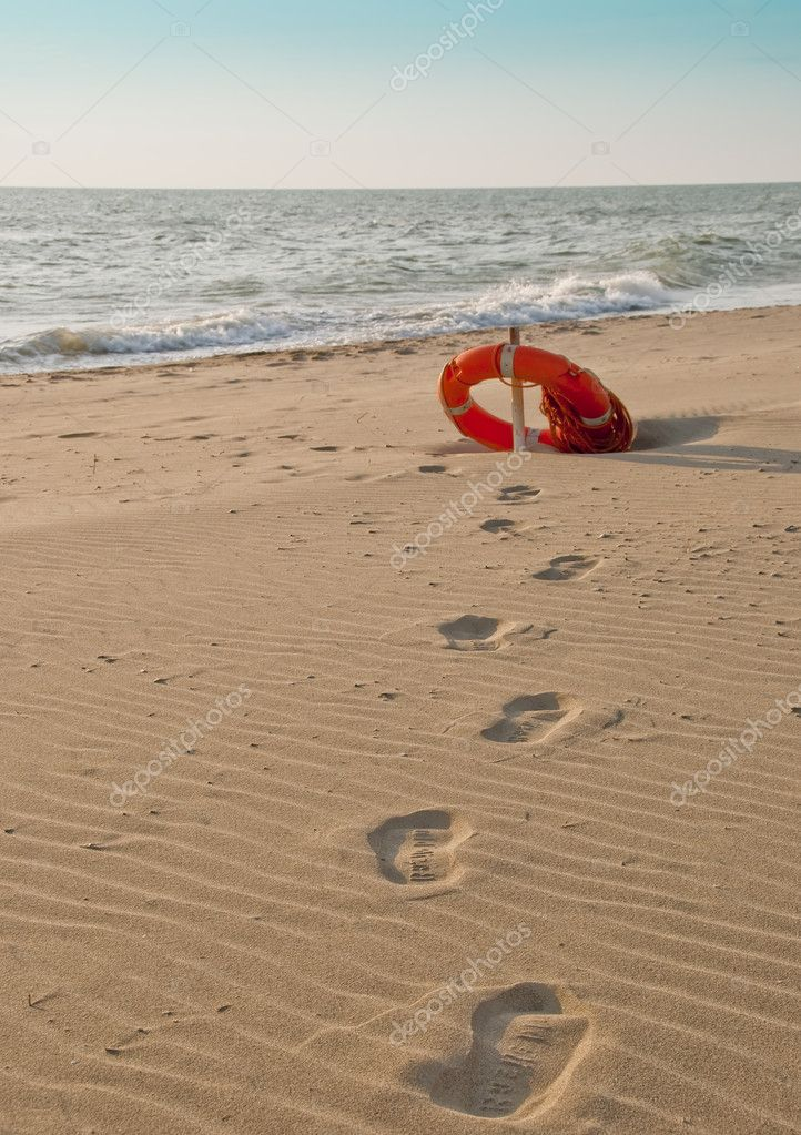 Footprints on the sea, to safety..... — Stock Photo #4256646