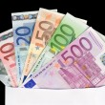 Envelope with Euro notes — Stock Photo
