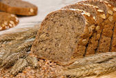 Whole-grain bread and cereals — Stock Photo