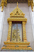 Traditional Thai style window in temple — Stock Photo