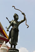 Statue of vishnu holding weapon — Stockfoto
