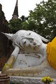 Reclining of buddha in Wat Yai Chai Mongkhon — Stock Photo