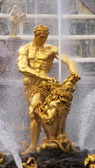 Central fountain in Petergof park, called Samson — Stock Photo