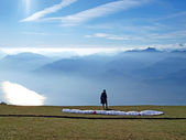 Paraglider in the mountains — Stock Photo
