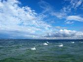 See, Wolken und blauer Himmel — Stockfoto